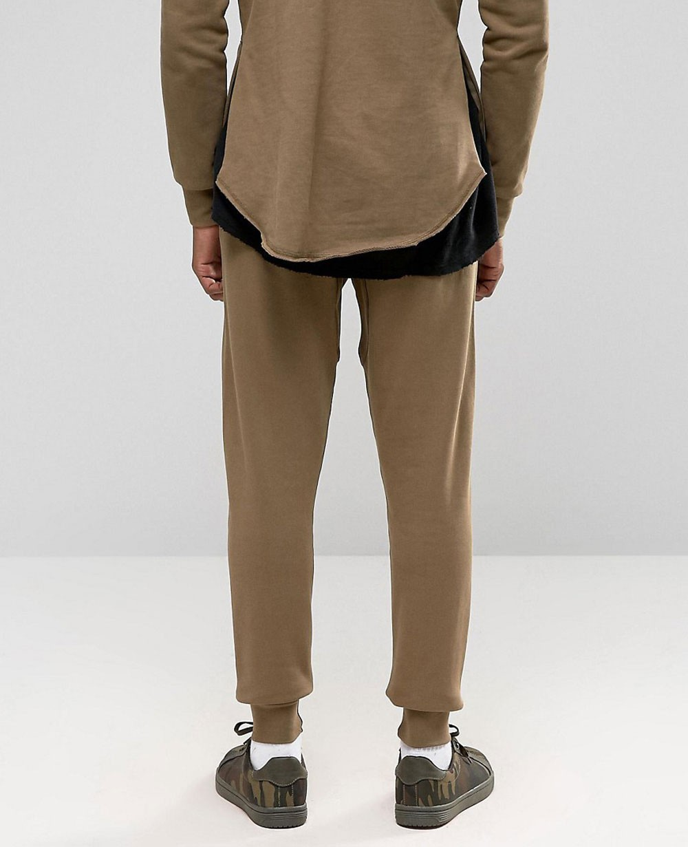 Whether you need pants for the gym or for your day off, you won't find a better selection of ultra-comfortable men's sweatpants than here at Jimmy Jazz.